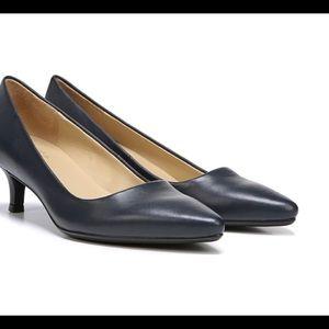 Naturalizer new classic heel pumps